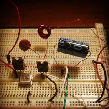 crystal oscillator amplifier on breadboard